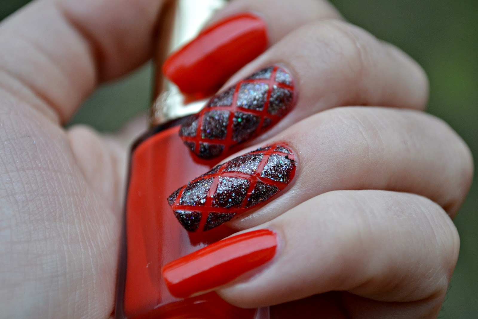 red manicure