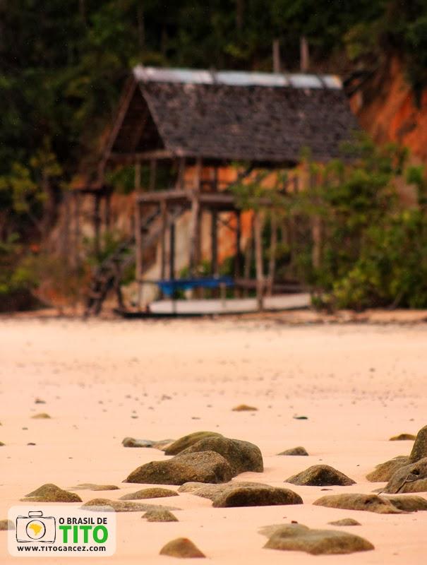 Barraca na praia do Vai-Quem-Quer, na ilha de Cotijuba, no Pará