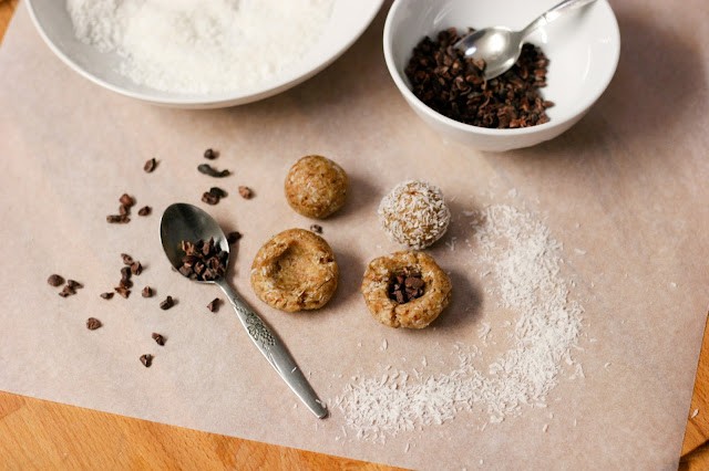 Raw Cacao Surprise Balls - 5 ingredients