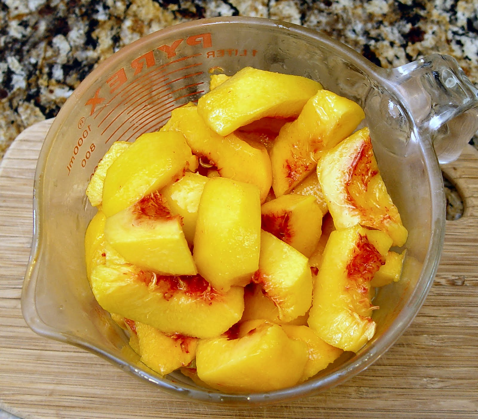 How to cut and peel peaches