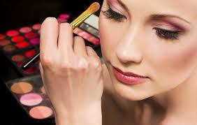 Cara Menggunakan Make Up Agar Terlihat Muda