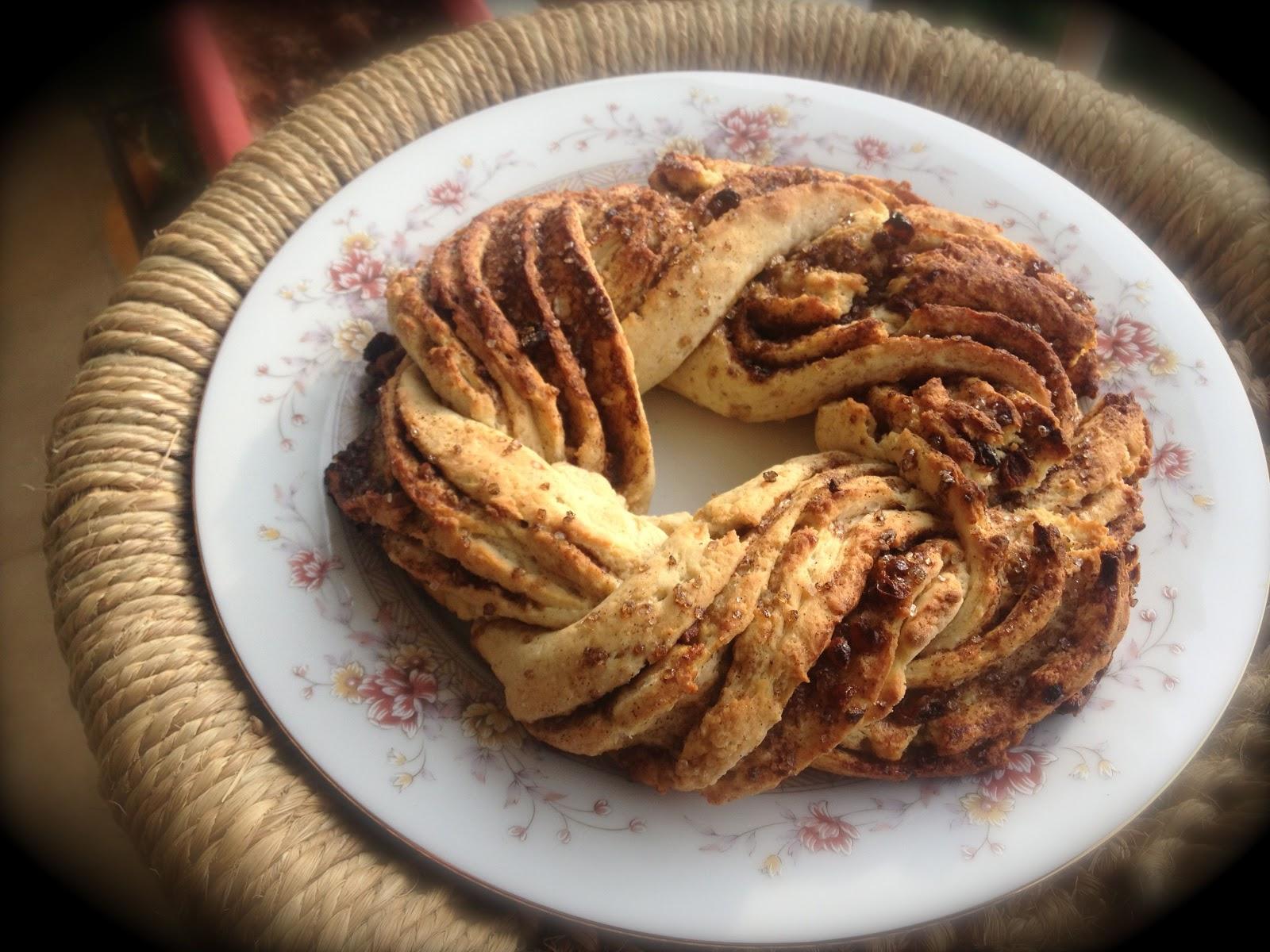 ... : Braided Cinnamon Wreath / Russian Braid Cinnamon Swirl Bread