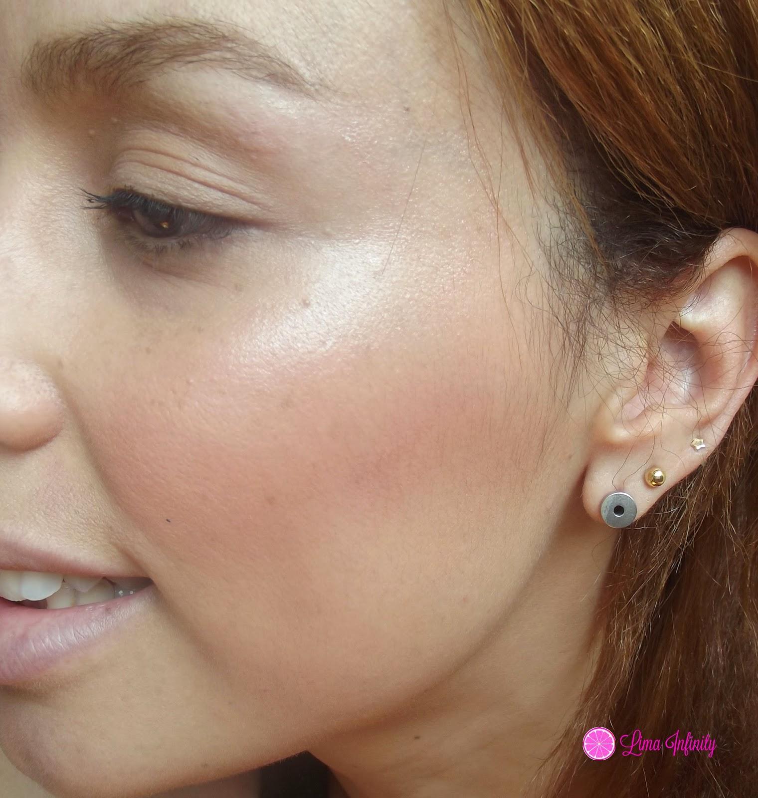 como-fazer-contorno-passar-blush-iluminador-maquiagem