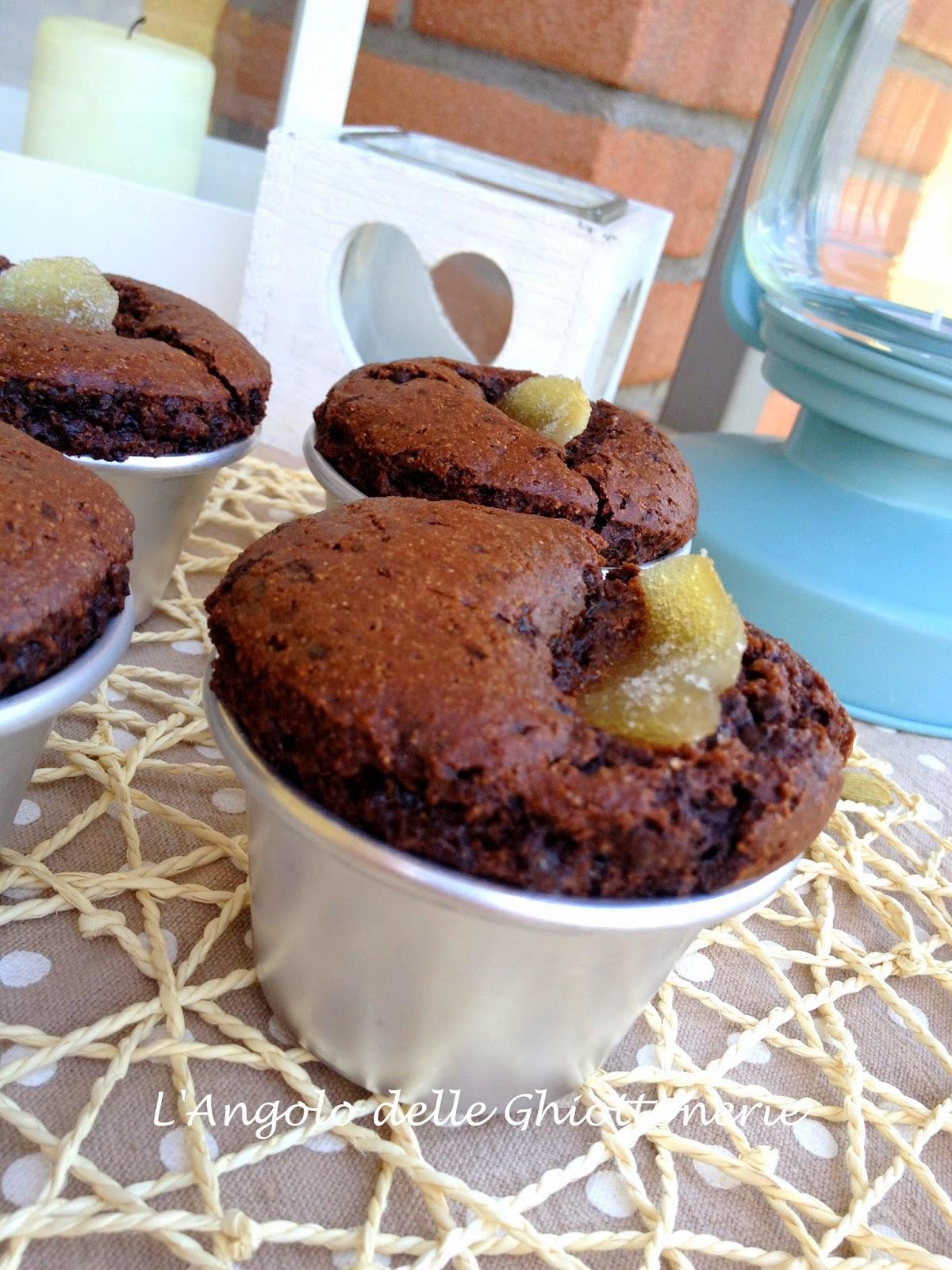 muffin reloaded: tenerini al farro con cacao, ginger candito e cardamomo. senza uova - senza burro - senza latte