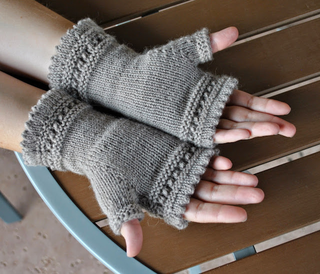 susie rogers reading mitts knitting palm view