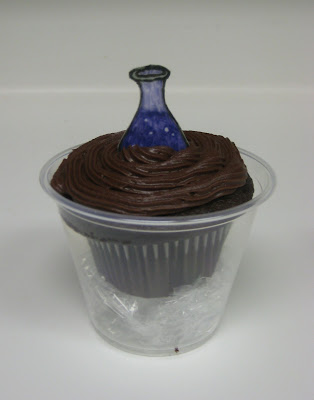 Teacher Appreciation School Subject Themed Cupcakes - Close Up of Science Cupcake with Lab Flask Fondant Topper