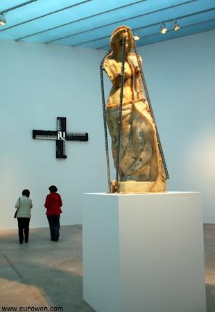 Molde de virgen en el museo MARCO de Vigo