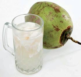 manfaat air kelapa muda, kegunaan minum air kelapa muda, air kelapa untu menurunkan berat badan