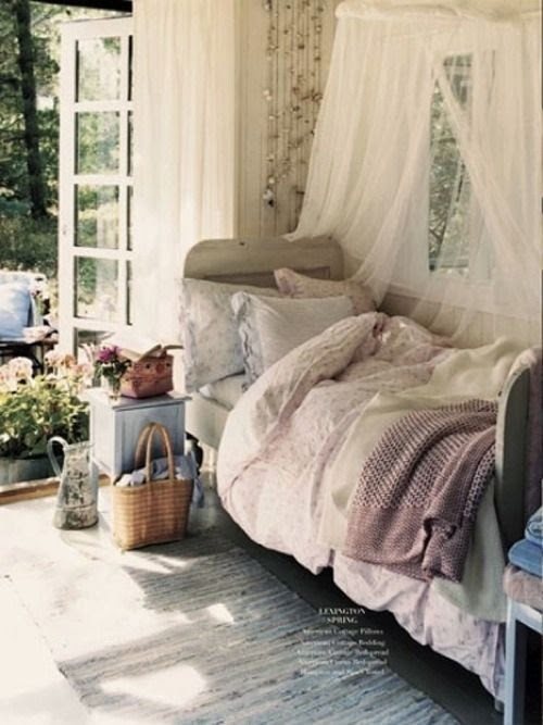 You can be as decorative as you like with your canopy. & Eye For Design: Decorating Your Bed With Gauze Canopies ...