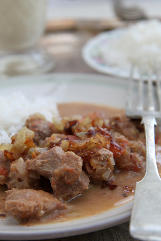 Curry z wieprzowiny, pomidorów i kokosa