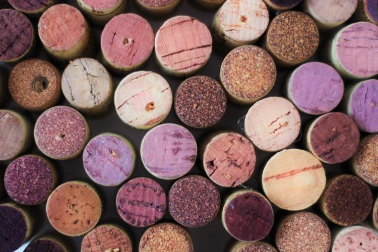 Weinkorken verschiedenfarbig