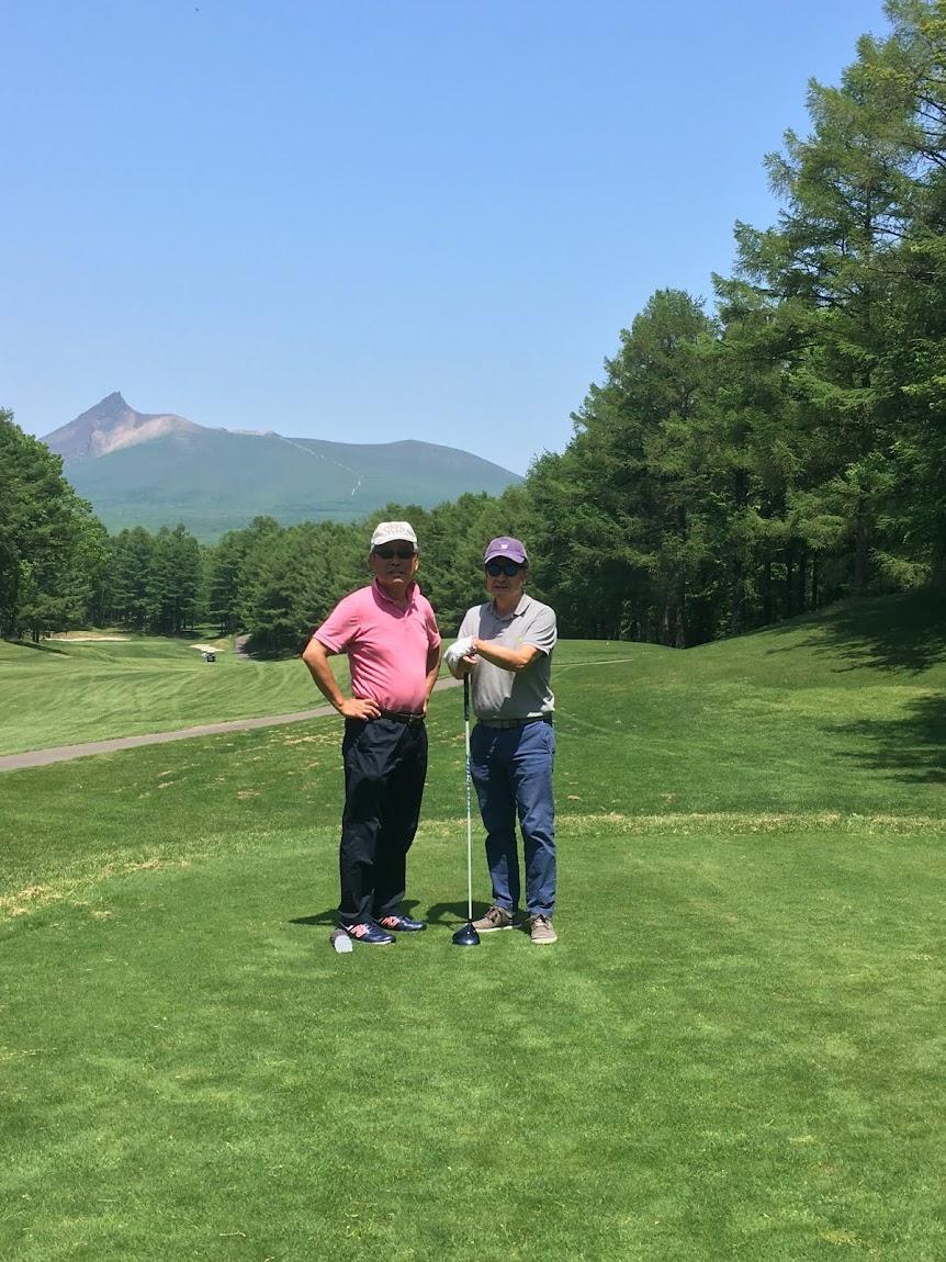道南大沼湖畔でゴルフ