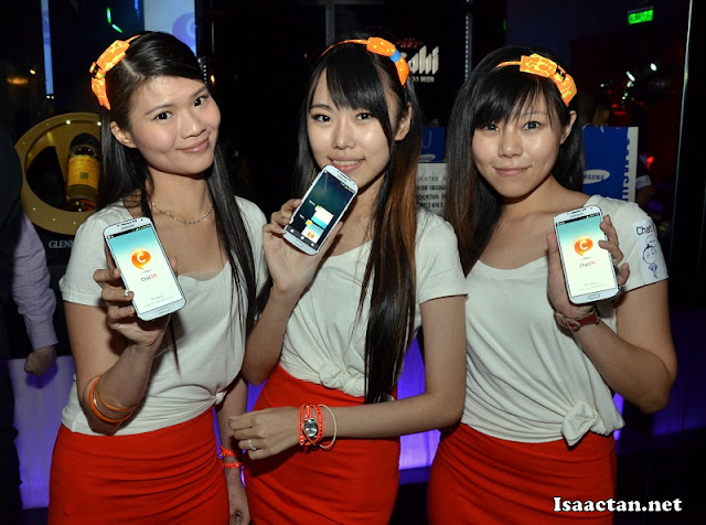 Pretty ChatON ladies with their Smasung phones equipped with the application