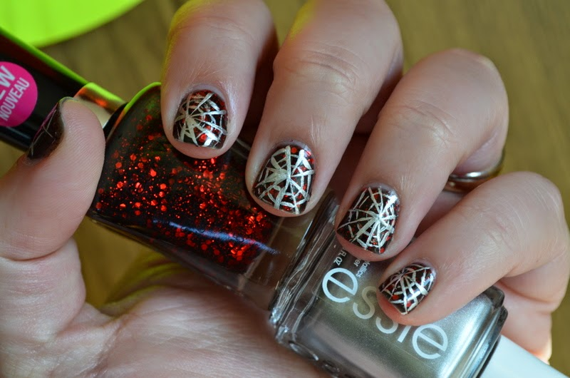 halloween nail art, simple halloween nail art, spiderwebs nail art, halloween nail art design, spiderweb nail art design