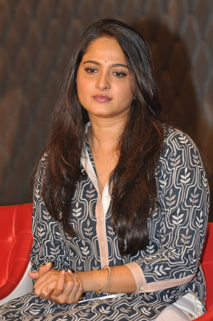 Anushka latest glamorous photos-HQ-Photo-8