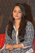 Anushka latest glamorous photos-thumbnail-8