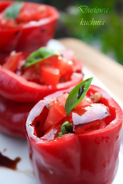 papryka faszerowana, papryka faszerowana pomidorem, papryka z pomidorem, przepis na paprykę faszerowaną