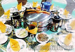 set meja makan comel dan bersih