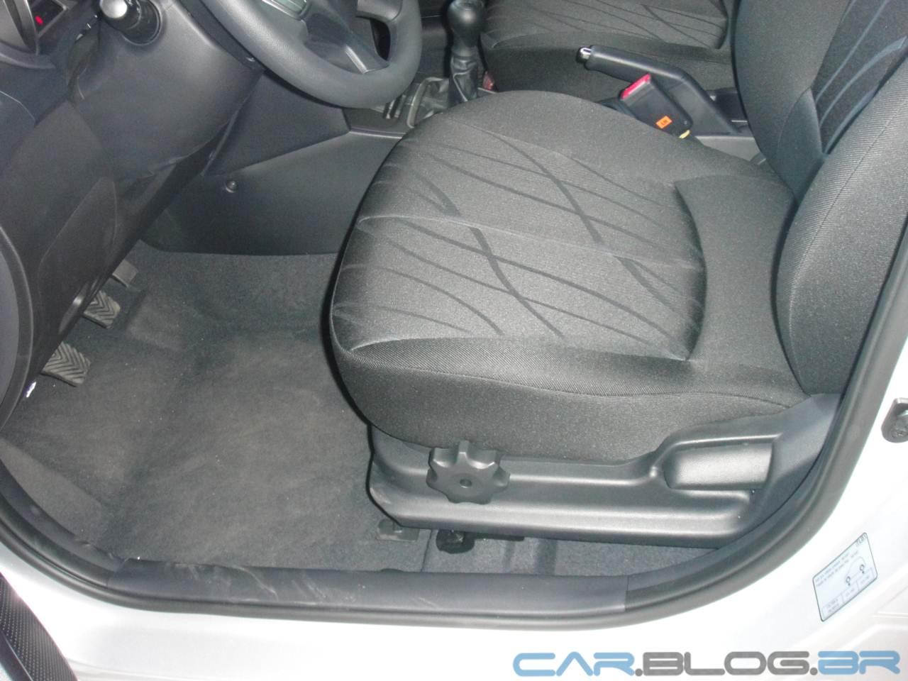 Hyundai HB20 x Volkswagen up! - espaço interno