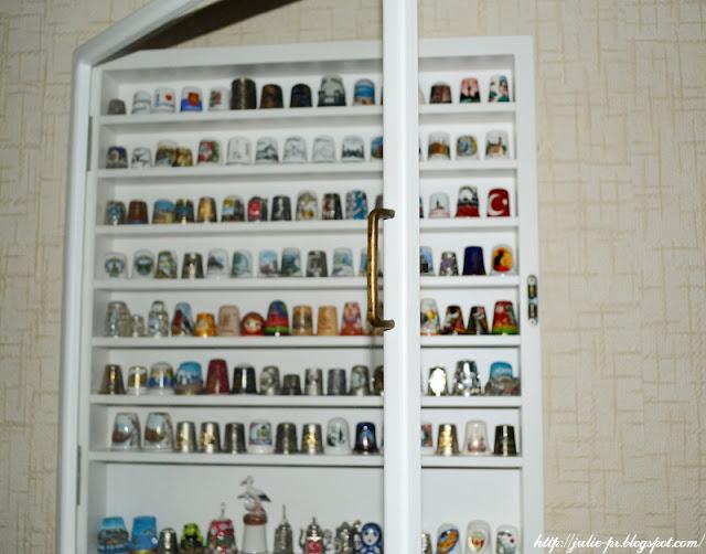 шкаф для наперстков, витрина для наперстков, полочка для наперстков, полка для наперстков, коллекция наперстков, наперстки
