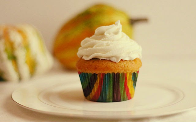 pumpkin cupcakes with cream cheese frosting2