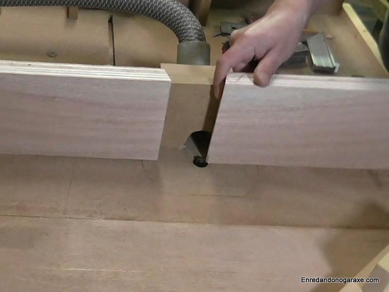 Ajustar apertura de la guía lateral. www.enredandonogaraxe.com