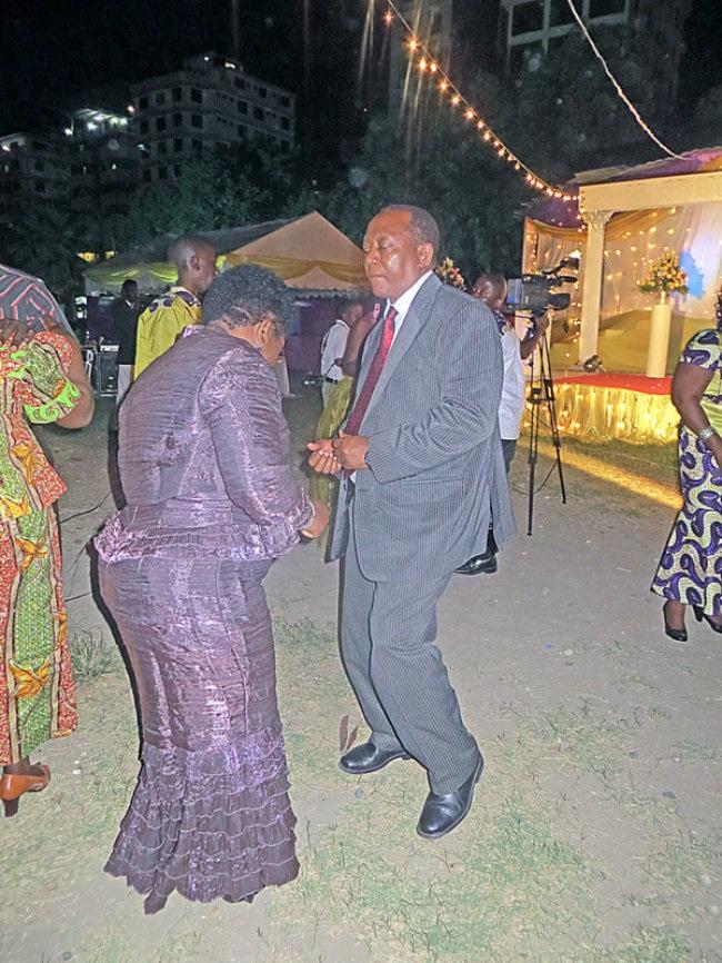 Angalia Mh. Sumaye Akiselebuka Katika Send Off ya Natasha