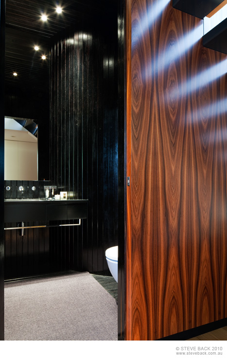 Black bathroom in the River House by MCK Architects