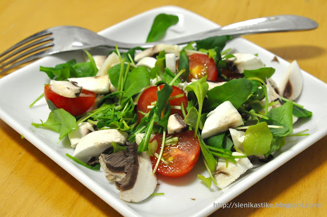 Rucola and champignon salad (lenten fare)