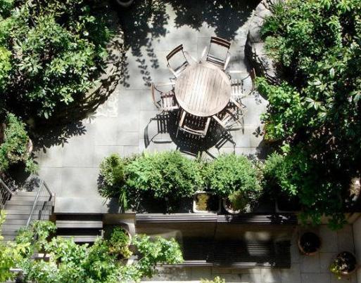 patio garden of greenwich village gold coast manhattan townhouse mansion of sarah jessica parker and matthew broderick
