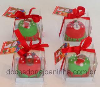 Minibolos decorados para o Natal na caixinha de presente