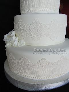 bolo decorado com renda comestivel bragança