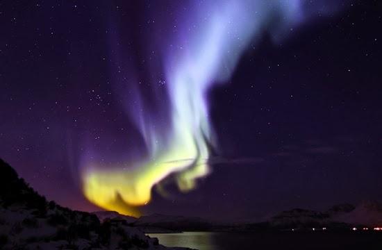 Unik! Aurora Cantik Ini Berwarna Biru