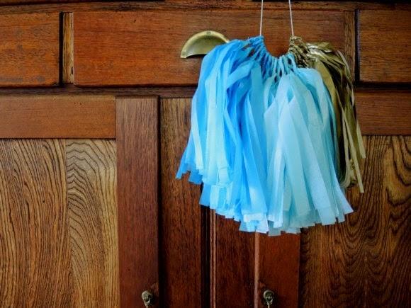katiecrackernuts.blogspot.com || baby shower bunting