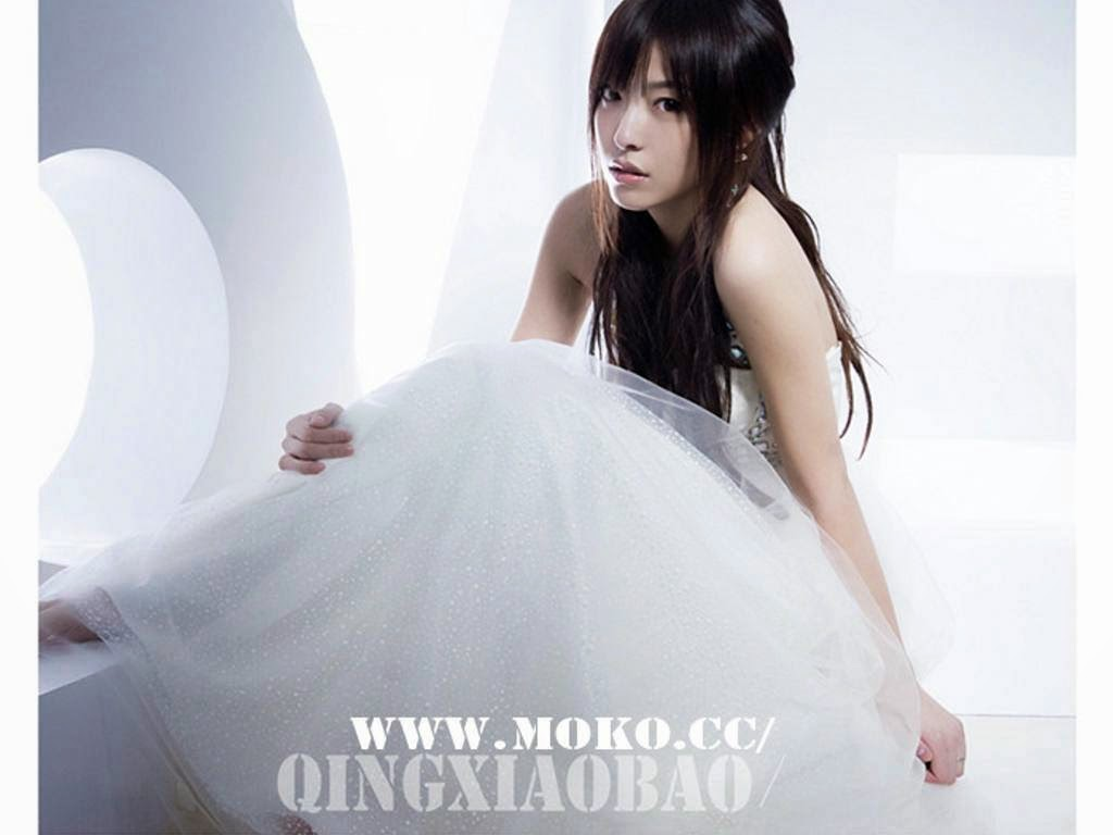 To be her groom beautiful chinese girls in white wedding dress photos