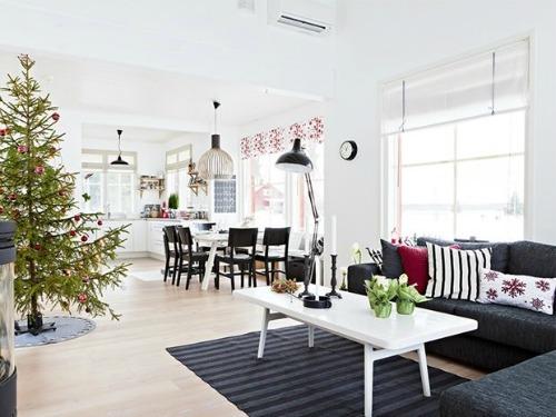 Simple pero preciosa casa Navideña