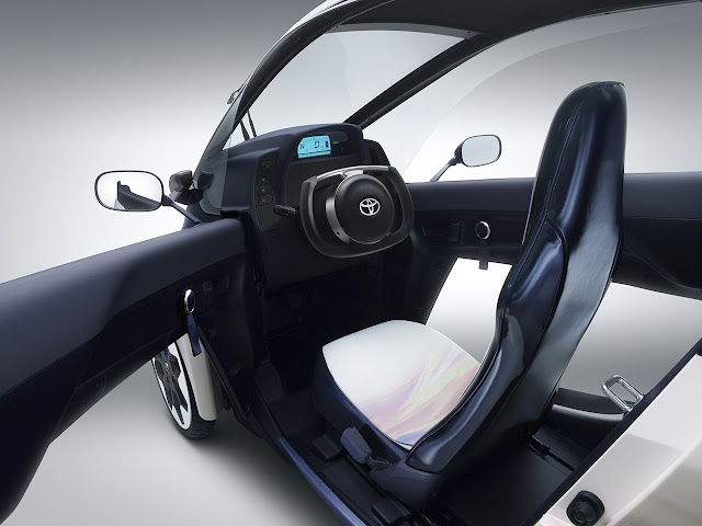 Toyota i-Road interior