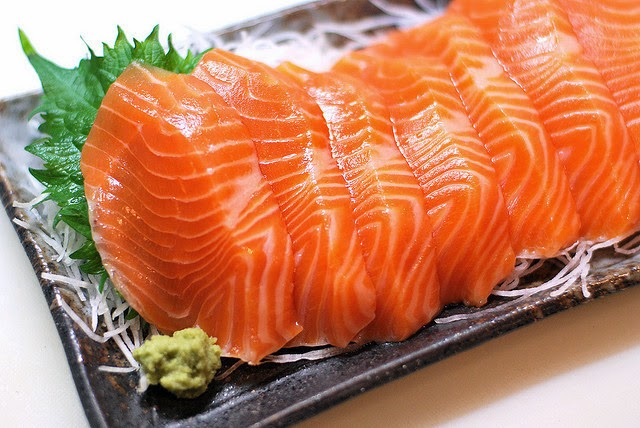 Ăn cá hồi giàu Omega 3 tốt cho người bị viêm khớp