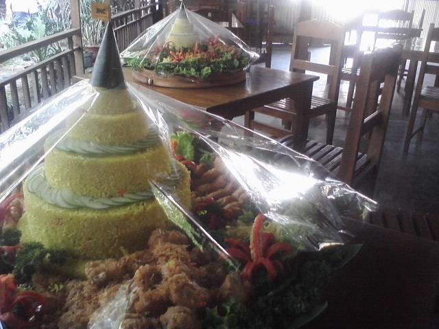 tumpeng cantik - tumpeng nasi kuning - btn syariah jogjakarta