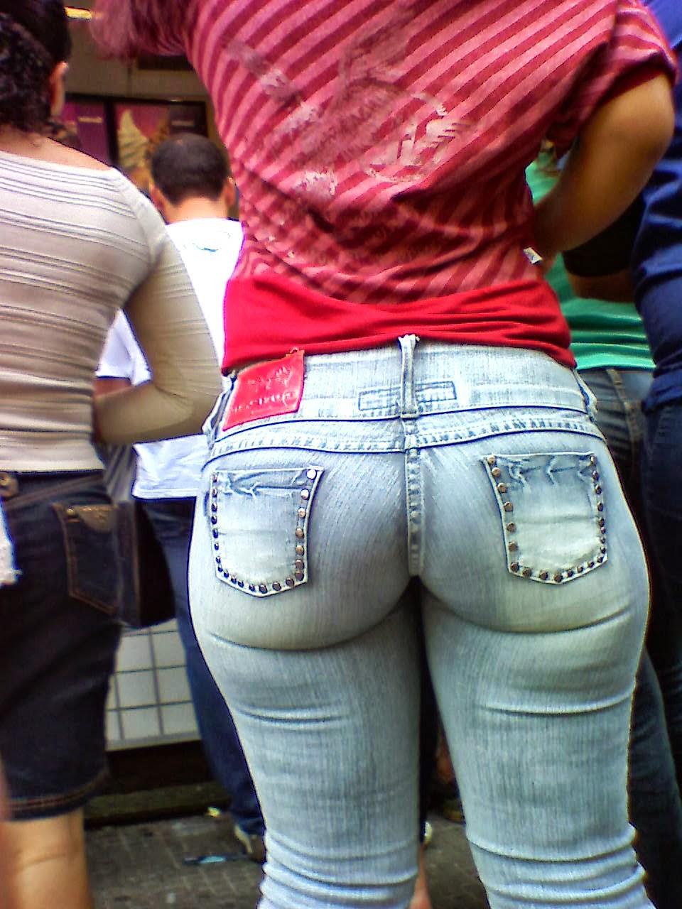 Chicas haciendo pis en sus pantalones