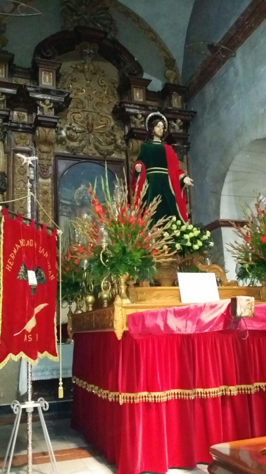 Estandarte e imagen de San Juan evangelista