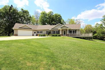 9602 County Rd. E29, Center Junction, IA $695,000