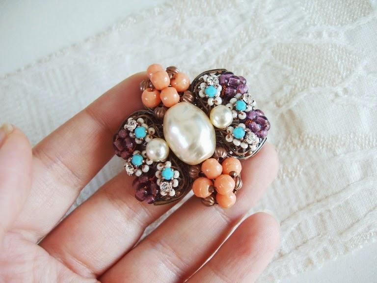 Broche perles ancien de verre