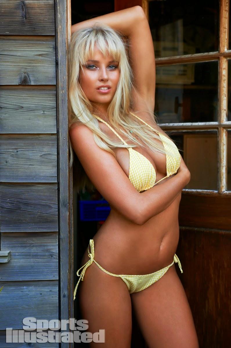 صور ساخنة لعارضة الأزياء الشقراء جينيفيف مورتون بملابس البحر