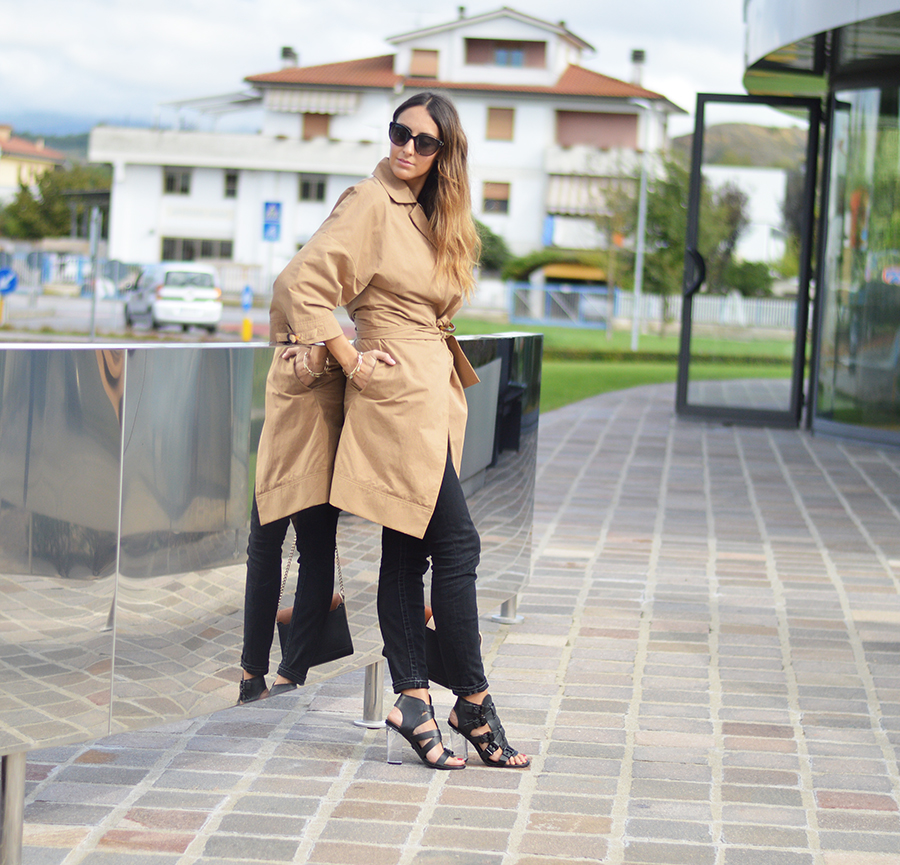 Trench, trench time, come abbinare il trench, come indossare un trench, true religion pants, kurt geiger sandals, kurt geiger shoes, fashion, fashion blogger italiane, fashion blogger firenze, elisa taviti, street style fashion blogger, givenchy bag, givenchy obsedia bag, borsa givenchy
