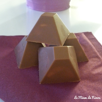 Illustration des pyramides royal au chocolat - chocolats fondant-craquant