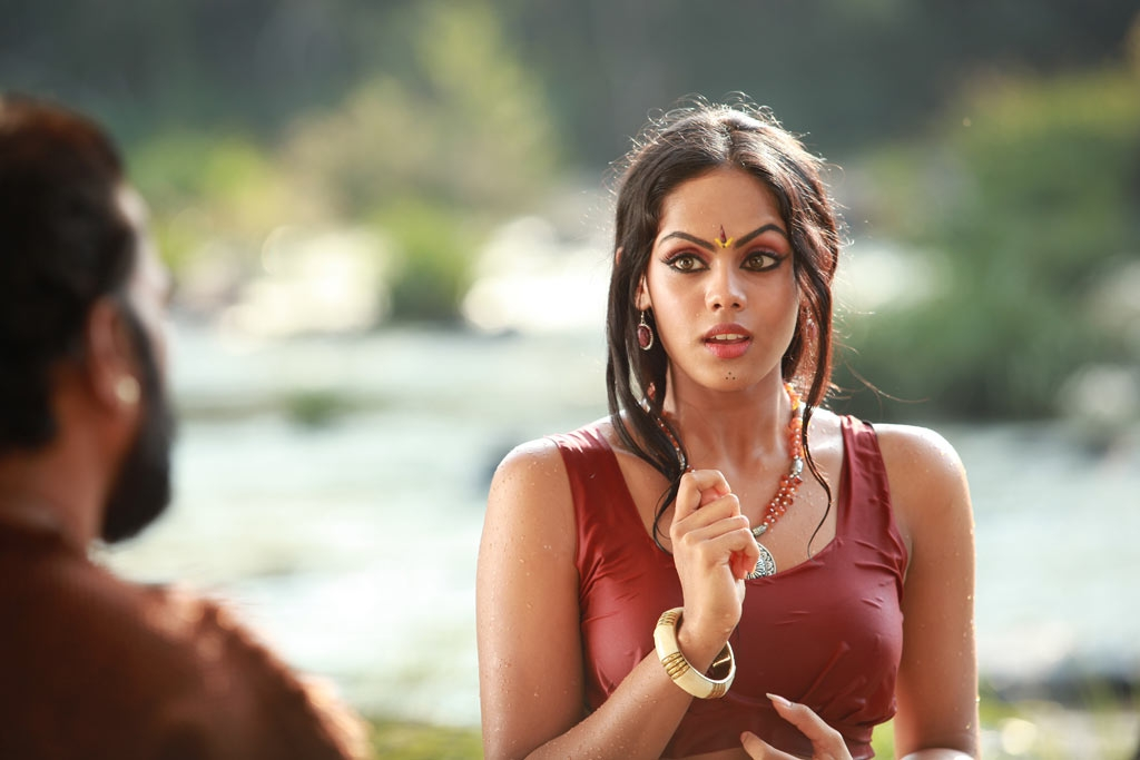 heavenly and sparkling Karthika hot and spicy wet stills form apsaras movie