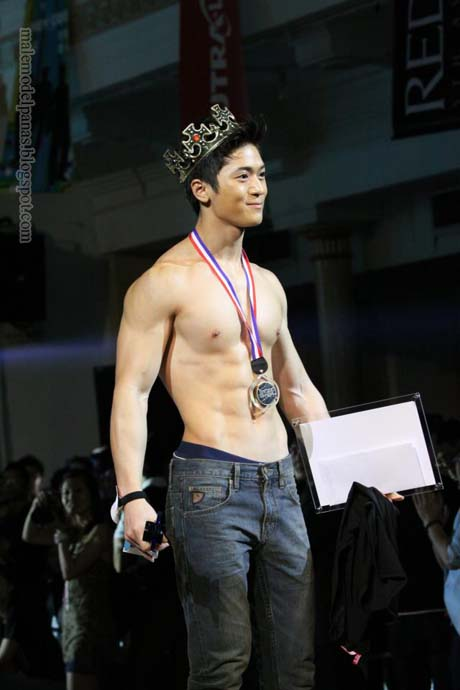 Daniel tan lek thow win best hunk award 2012