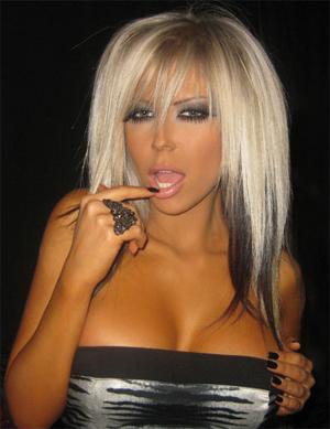 Фолк певицата Андреа отново провокира със супер секси визия.
