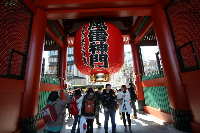 A giant red lantern is hanging at the main entrance gate of Kaminarimon Gate (Thunder Gate) at Asakusa Sensoji Temple in Tokyo, Japan